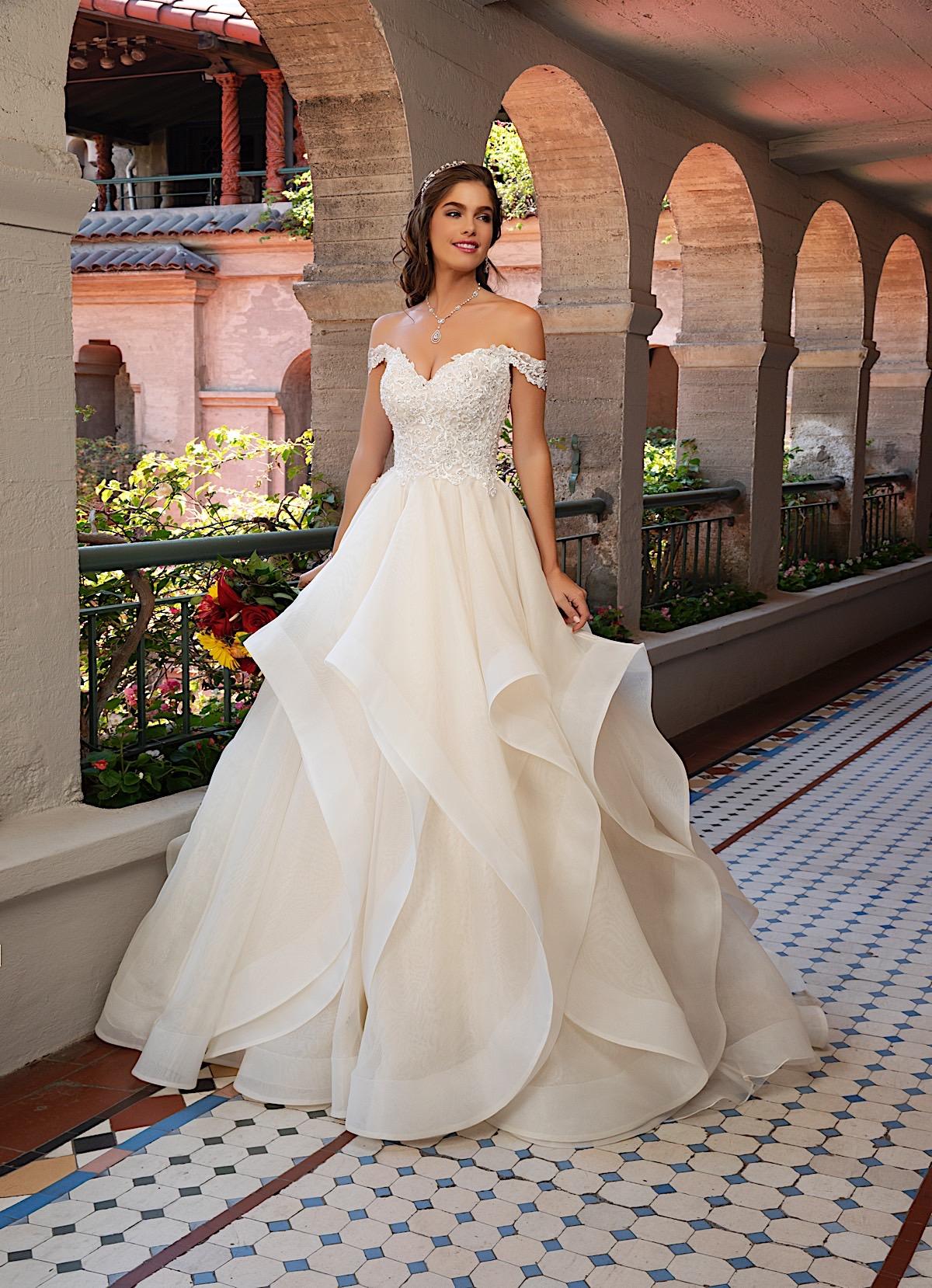 WEDDING DRESS STYLE LEANDRA - The
